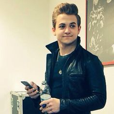 I think Hunter Hayes should meet up with Connor Franta and just drink a coffee or something. Because they are probably my two favourite people in the world. ▫❤▫ And they both love coffee ☕