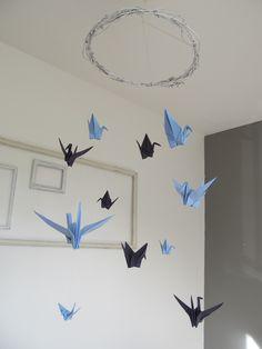 Mobile en origami avec 11 oiseaux de 2 tons bleus différents : Décoration pour enfants par vidal-tm
