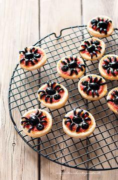 Halloween Mini Pizza Spider - Pizzette Ragno per Halloween - Ricetta Pizzette Ragno di @tavolartegusto