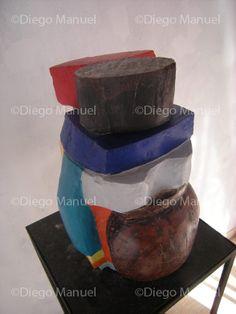 """""""Mujer Coya"""" , madera policromada, medidas 25 x 30 x 40 cm , 2014, de Diego Manuel"""
