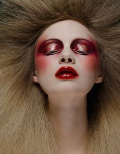 Photo and makeup: Ellis Faas for Vogue.