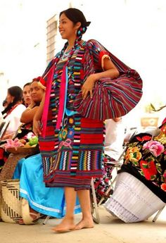 Another outfit is used in the northern part of Oaxaca, in the region of the upper Papaloapan, in the village of Use. It comprises a huipil made in loom and hand embrocate in bright colors. Semiselvática figures in this region also decorate the huipil, which is accompanied by a red mess.