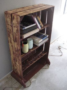 Re-Purposed Pallet Wood Bookshelf.