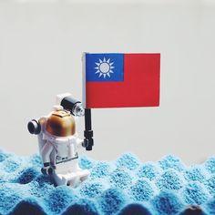 blue soft planet #樂高 #太空人 #國旗 #台灣 #台灣人 #lego #legos #legostagram #legocity #legomania #legominifigures #planet #flag #taiwan #taiwanese #toyslagram #toyslagram_lego #astronaut #vsco #vscocam #vscogram #vscotaiwan #xt1 #fujifilm #toyhumor #photooftheday by imfatboy12