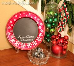 How to make snowflake covered Christmas countdown chalkboard out of a dollar store plastic plate charger Includes cut files to make your own! Countdown Until Christmas, Days Until Christmas, Christmas Svg, Christmas Bulbs, Christmas Decorations, Holiday Decor, How To Make Snowflakes, Christmas Chalkboard, Plastic Plates