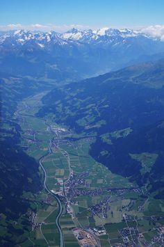 Hoch über dem Zillertal hat man den besten Überblick! www.zum-senner.at Snowboarding, Skiing, Visit Austria, Bavaria Germany, Camping, Airplane View, Beautiful Places, Places To Visit, River
