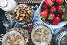 Banana granola from Green Kitchen Stories. This is so yummy, I think it will be one of those recipes I come back to again and again. Banana Granola, Granola Bars, Biscuits, Vegetarian Recipes, Healthy Recipes, Vegetarian Protein, Vegan Blogs, Easy Recipes, Raw Pumpkin Seeds
