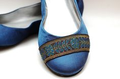 I acquired a pair of flats in this lovely royal blue color, but they had those big giant rhinestones on the front. Up Shoes, Me Too Shoes, Decorating Shoes, Royal Blue Color, Affordable Fashion, Creative Ideas, Autumn Fashion, How To Make, How To Wear