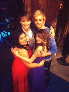 "Adorable photo from the ""Austin & Ally"" season 3 wrap party!"