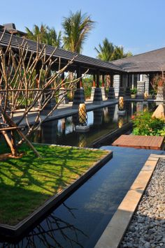 Best Ideas for villa landscape design plan water features Landscaping Around House, Above Ground Pool Landscaping, Backyard Pool Landscaping, Modern Landscaping, Bali Architecture, Entrance Design, House Entrance, Resort Plan, Villa Design