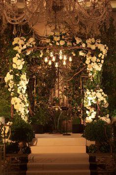 Great idea for a centerpiece inspired by these vine bushes up a chuppah. Would love to do something similar