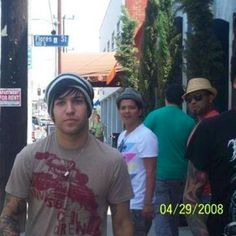 Le meilleur Throwback Thursday EVER - Bruno Mars surpris de voir Pete Wentz dans la rue en 2008! | HollywoodPQ.com