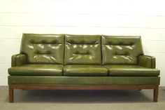 I love this couch, it reminds me of an awesome couch i saw in the bathroom of a gallery in Kansas City.