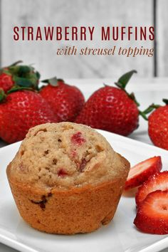 Basic Fruit Muffins with Streusel (great way to use fresh berries) - Dessert House Unique Recipes, Sweet Recipes, Lemon Recipes, Yummy Recipes, Vegetarian Recipes, Muffin Recipes, Baking Recipes, Baking Ideas, Best Breakfast