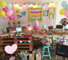 """2,803 curtidas, 23 comentários - Cris Rezende (@festejarcomamor) no Instagram: """"Festa linda super alegre com tema Amor! Decoração @marcelamontenegro regram @meublesdepartie …"""""""