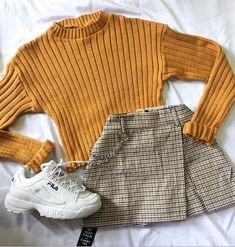 a cute casual outfit Teen Fashion Outfits, Look Fashion, 90s Fashion, Korean Fashion, Fall Outfits, Hijab Fashion, Outfits 90s, Retro Fashion, Cute Casual Outfits