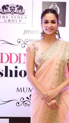 Beautiful Indian Actress, Beautiful Actresses, Beautiful Women, Kirti Kharbanda, Saree Draping Styles, Sari Dress, Indian Beauty Saree, Indian Sarees, Saree Look