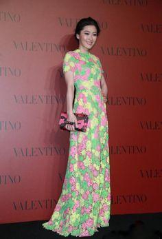 I would wear this dress short Niki-Chow-Valentino-Fashion-Show-In-Shanghai.jpg (447×659)