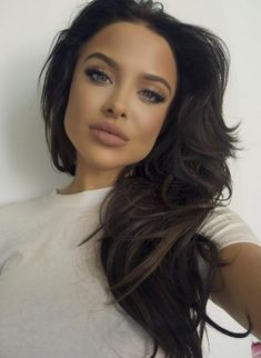 This Model's Resemblance to Angelina Jolie Is Freaking People Out