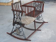 This time, we have some best DIY & Crafting ideas for your old sewing machine. Because instead of throwing away the sewing machine, we better recycle it. Sewing Machine Tables, Treadle Sewing Machines, Antique Sewing Machines, Sewing Table, Iron Furniture, Furniture Makeover, Unique Furniture, Repurposed Furniture, Repurposed Items