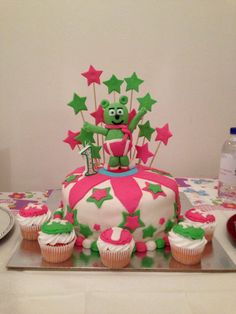 #birthdayparty #food #cake #green #pink