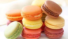 Macaron <3 um docinho colorido, delicioso, macio e levinho que tem o dom de arrancar suspiros de quase todas as pessoas. Aprenda já como faz!