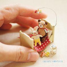 Tiny Bed Set - done!! | 大きさはこれくらい・・・ ^_^ | Ako | Flickr Modern Dollhouse Furniture, Tiny Furniture, Tiny World, Minis, Toys Shop, Vintage Dolls, Blythe Dolls, Pet Toys, Dollhouse Miniatures