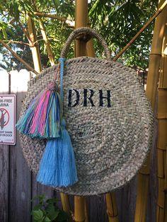 best straw bags of the summer Round Straw Bag, Round Basket, Market Baskets, Basket Bag, Happy Shopping, Hand Weaving, Tassels, Summer, Fun