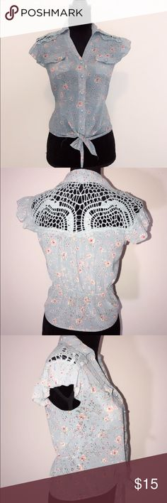 Excuse me miss floral women top Very cute on no stains rips excuse me miss Tops