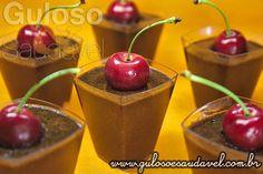 E a sobremesa de domingo é Mousse de Chocolate com Creme de Alfarroba, quem gosta?  Meio amarguinho, amo!   #Receita aqui: http://www.gulosoesaudavel.com.br/2012/12/21/mousse-chocolate-creme-alfarroba/