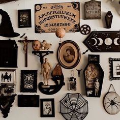 Horror Room, Goth Home Decor, Aesthetic Bedroom, Aesthetic Art, Spooky Decor, Bedroom Themes, Bedroom Inspo, Snowy Day, Gothic House