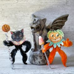 Decorate with a jaunty Halloween Chenille Figure - or a few! Stand them upright, hang them from your Halloween tree, or wear them as lapel pins! Retro Halloween, Vintage Halloween Crafts, Halloween Ornaments, Halloween Trees, Halloween Boo, Holiday Crafts, Fun Crafts, Halloween Decorations, Halloween Costumes