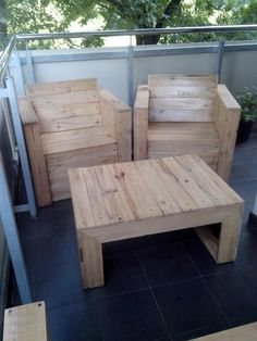 Pallets chairs and coffee table | Recyclart
