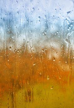 En güzel ses, cama vuran yağmur damlalarının sesi. . .