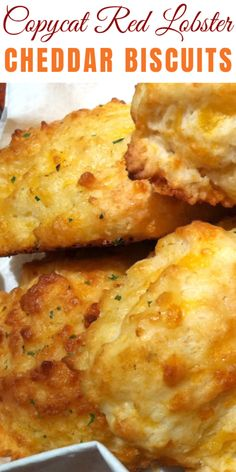 Every time we go to Red Lobster, there is one item that ALWAYS stands out…the biscuits. With this recipe you can make them at home. Just be sure that your baking powder is not expired, or you will end up with pancakes…not the warm fluffy pillows. Biscuits Au Cheddar, Red Lobster Biscuits, Cheddar Cheese Recipes, Red Lobster Biscuit Recipe Copycat, Lobster Roll Bread Recipe, Red Lobster Bread, Red Lobster Cheddar Biscuits Recipe, Fluffy Biscuits, Gourmet