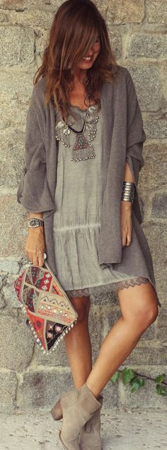 Boho Chic Style Winter Dress Paired with Heel Boots and Long Cardigan Make a powerful Boho-chic fashion statement with these funky ideas of styling winter Boho outfits. Explore the must-have Hippie garbs here to rock your Bohemian style. Boho Outfits, Casual Outfits, Dress Casual, Casual Boots, Fall Outfits, Summer Outfits, Glamorous Outfits, Casual Attire, Dress Outfits