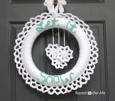 Repeat Crafter Me: Crocheted Winter Wreath