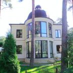 Property for RENT 7000 EUR in Jurmala-Bulduri. Exclusive and outstanding property in Jurmala Bulduri. The house has a practical and carefully crafted layout. A spacious kitchen, living area with fireplace, 2 bathrooms, a gym, a swimming pool with counter current system, sauna.