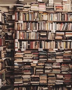 Used bookstores are definitely my happy places! I love the vintage look of them and the smell as well.😂 What's the best used bookstores… Top Ten Books, I Love Books, My Books, Mini Library, Dream Library, Libraries, Bookstores, Beautiful Library, Book Nooks