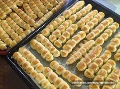 """Keď máme rodinnú oslavu, nikdy nezabudnem pripraviť túto skvelú pochúťku. Chrumkavé maslové pečivo """"prstíky"""" zmiznú zo stola vždy ako prvé! :-) Czech Recipes, Ethnic Recipes, Appetizer Recipes, Appetizers, Bread Recipes, Cooking Recipes, Home Food, Food Humor, Sweet Desserts"""