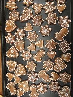 gingerbread cookies without molasses Xmas Food, Christmas Sweets, Christmas Gingerbread, Christmas Cooking, Christmas Goodies, Christmas Fun, Soft Gingerbread Cookies, Gingerbread Decorations, Holiday Cookies