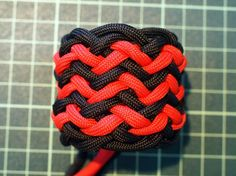 How to Tie a Paracord Pineapple Knot (2)