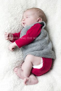 Ravelry, Pebble vest, newborn, knitting pattern in the round, winding the skein