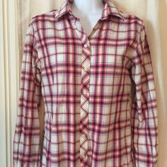 Banana Republic Soft Wash Plaid Shirt Very soft, like new condition. Super cute with jeans or even shorts with boots  Banana Republic Tops Button Down Shirts