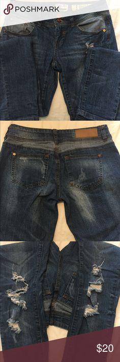 Indigo Rein size 3 Low rise skinny jeans 👖 NWOT Indigo Rein size 3 NWOT low rise skinny jeans. Distressed design, 2 tone blue design. Non smoking Indigo Rein Jeans Skinny