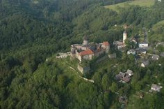 Letecký pohled na hrad Sovinec a jeho okolí