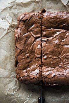 Thick, Fudgy, Chewy, Ultimate Brownies have intense chocolate flavor and tissue-thin crinkly crust. Your search for the ultimate brownie ends here! Kakao Brownies, Chewy Brownies, Homemade Brownies, Best Brownies, Chocolate Brownies, Chocolate Flavors, Chocolate Desserts, Mint Chocolate, Chocolate Chips