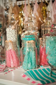 Fill jars with turquoise and pink rock candy and place on your Shimmer and Shine party table spread! They resemble the gems and jewels all over Zahramay Falls and your preschooler and their friends will love this special, sweet party treat. Candy Bar Wedding, Wedding Desserts, Sweet Sixteen, Bar A Bonbon, Festa Party, Sweet 16 Birthday, Birthday Candy Bar, Sweet 16 Parties, Sweet 15