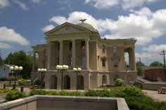 Garrett County Courthouse in Oakland, Maryland. Built in Historical Landmarks, Group Tours, Maryland, Mansions, House Styles, Building, Mansion Houses, Manor Houses, Buildings