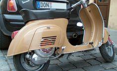 Fotos einer Vespa V50 in der Lackierung RAL 8001 Ockerbraun
